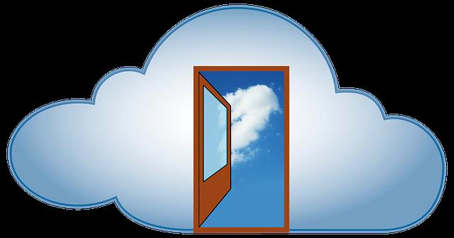 雲の絵の中にどこでもドアのようなドアが描かれている絵